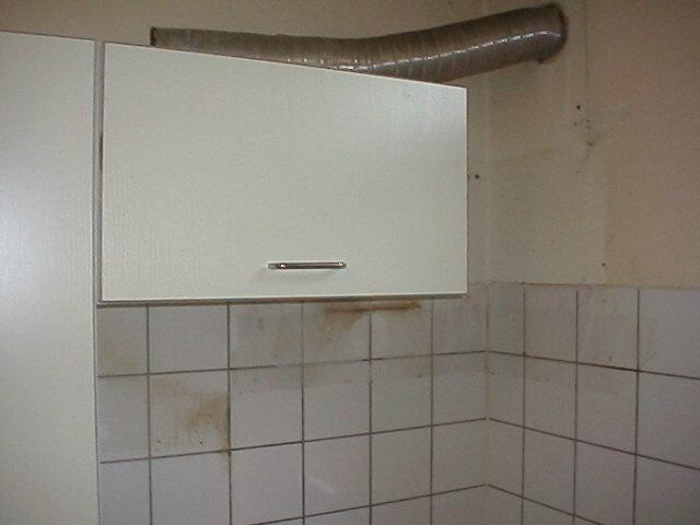 Keuken Afzuigkap Verplaatsen : Het kastje waar de slang voor de afzuigkap doorheen moet komen